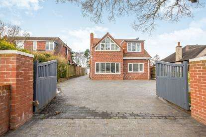 4 Bedrooms Detached House for sale in Crab Lane, Willenhall, West Midlands