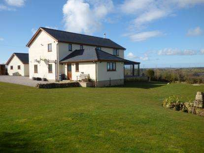 4 Bedrooms Detached House for sale in Maenaddwyn, Llannerch-y-Medd, Anglesey, LL71