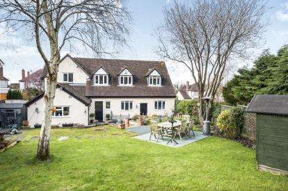 4 Bedrooms Detached House for sale in Stroud Road, Tuffley, Gloucester, Gloucestershire