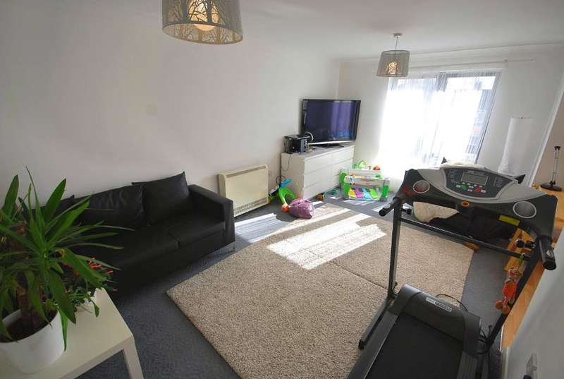 2 Bedrooms Flat for sale in KIRK HOUSE, HIRST CRESCENT, WEMBLEY, MIDDLESEX, HA9 7HF