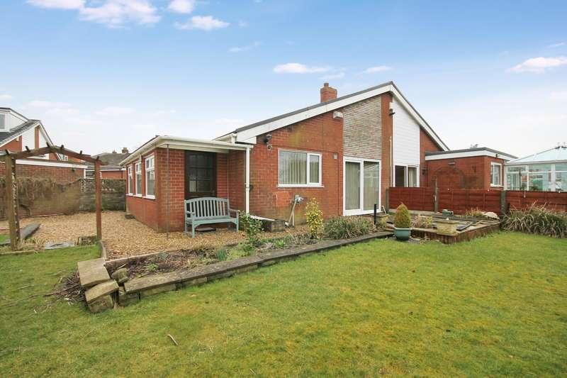 2 Bedrooms Semi Detached Bungalow for sale in Marlborough Gardens, Farnworth, Bolton, BL4 0LT