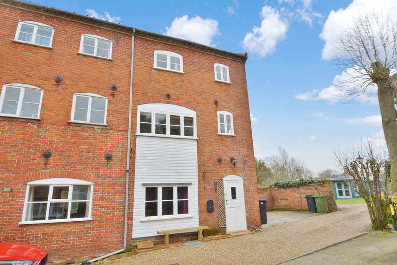 2 Bedrooms Cottage House for sale in Keeleys Yard, Old Market Place, Harleston