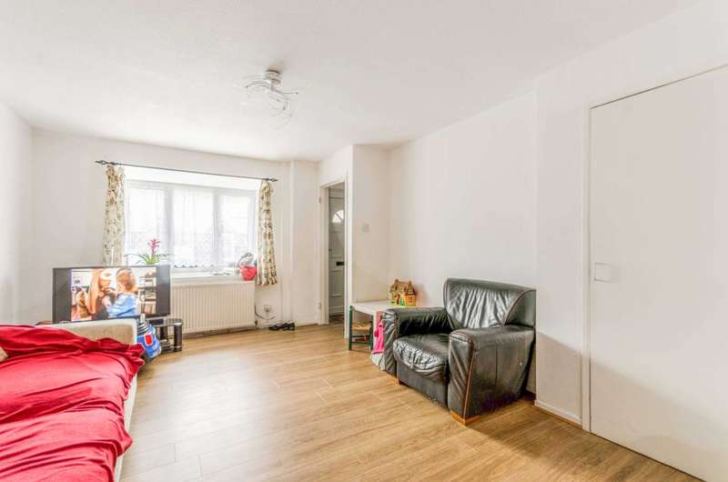 3 Bedrooms House for sale in Giralda Close, Beckton, E16