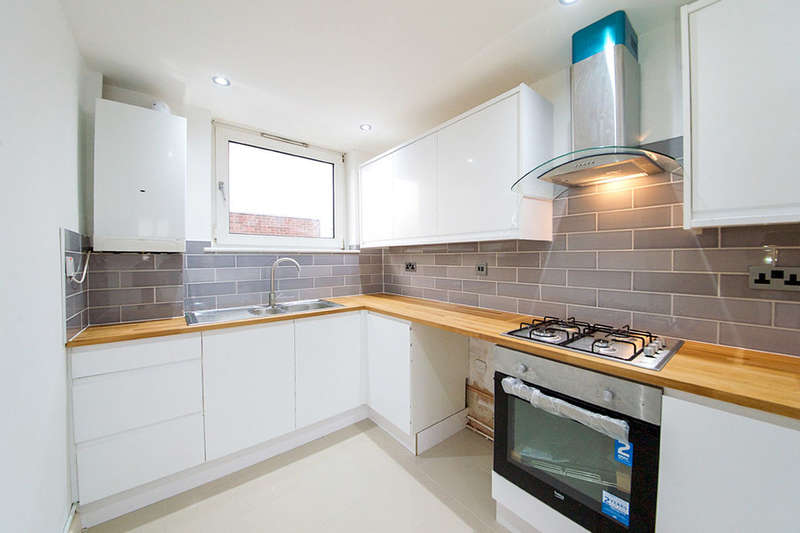 3 Bedrooms Flat for sale in Whitwell Road, London, E13