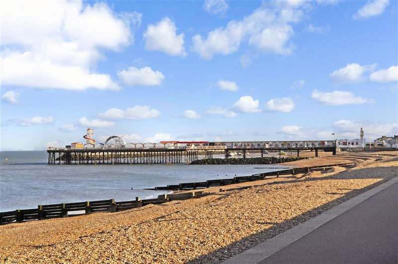 2 Bedrooms Apartment Flat for sale in Richmond Street, , Herne Bay, Kent