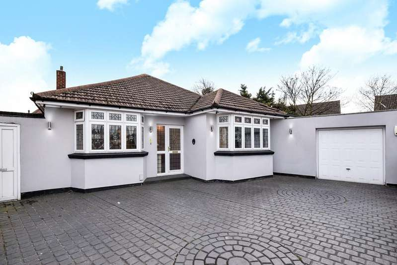 4 Bedrooms Bungalow for sale in Rudland Road Bexleyheath DA7