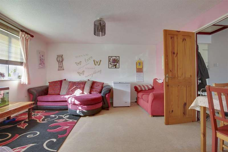 2 Bedrooms Flat for sale in Linwood Crescent, Enfield