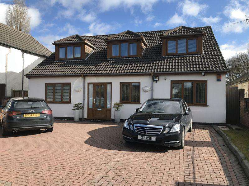 4 Bedrooms Detached House for sale in Walsall Road, Aldridge, Walsall