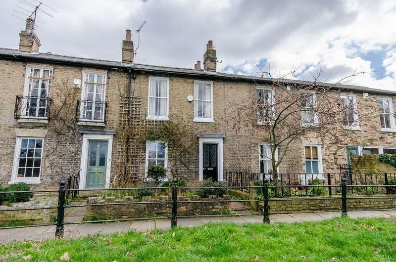 2 Bedrooms Terraced House for sale in Brunswick Walk, Cambridge