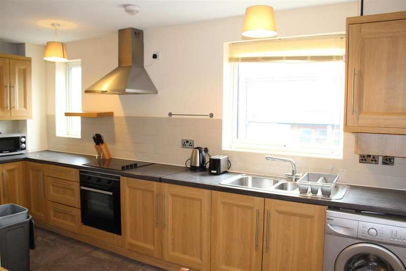 3 Bedrooms Maisonette Flat for rent in Cornwall Road, London