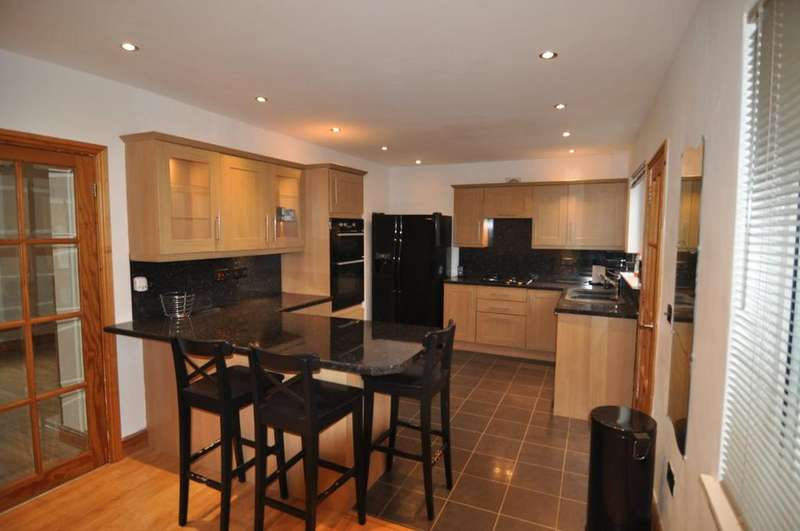 3 Bedrooms Semi Detached House for rent in Fearn House Crescrent, Hoyland
