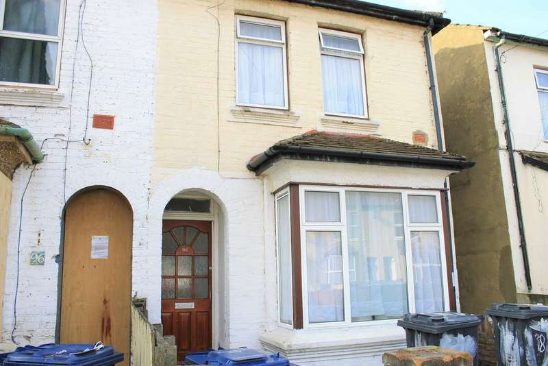 3 Bedrooms Terraced House for rent in Clarence Street , Southall UB2