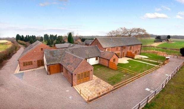 3 Bedrooms House for rent in Heath Barns, Old Stafford Road, Slade Heath, Wolverhampton WV10