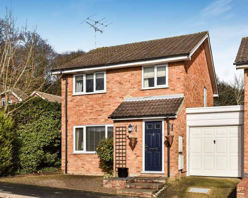 3 Bedrooms Detached House for sale in Oldbury Close, Frimley, Camberley, GU16