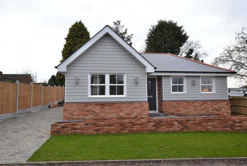 2 Bedrooms Detached Bungalow for sale in Stacey Drive, Langdon Hills, Basildon, Essex, SS16