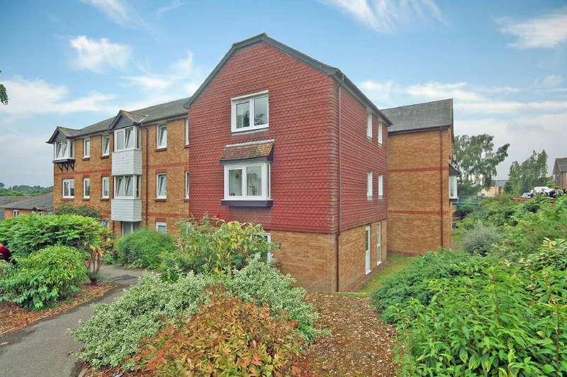 2 Bedrooms Retirement Property for sale in Larger style top floor corner apartment, Hartfield Court, Ware