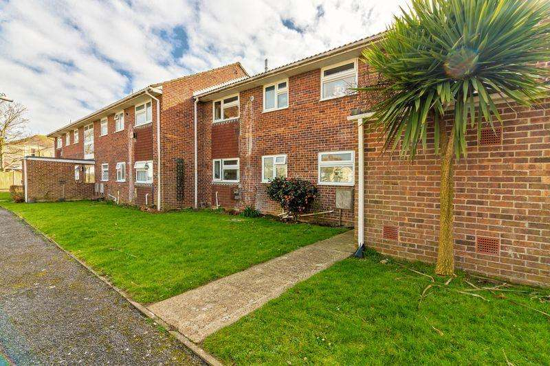 2 Bedrooms Apartment Flat for sale in Beachcroft Place, Lancing