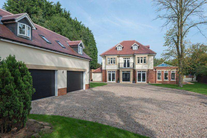 5 Bedrooms Detached House for sale in Northcroft Manor, Fairmoor, Morpeth
