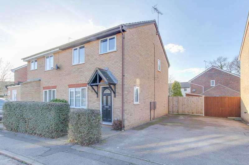 3 Bedrooms Semi Detached House for sale in Avignon Close, Colchester, CO2