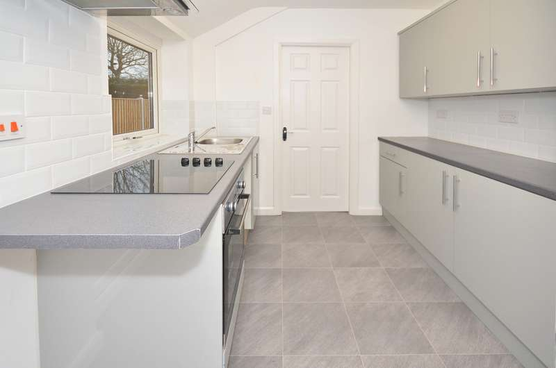 2 Bedrooms Terraced House for sale in Woodshutts Street, Talke, Stoke-on-Trent ST7
