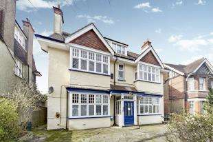 2 Bedrooms Flat for sale in Normanton Road, South Croydon, .