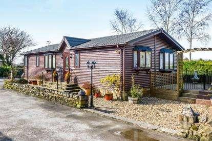 2 Bedrooms Mobile Home for sale in Castle View, Capenwray, Carnforth, Lancashire, LA6