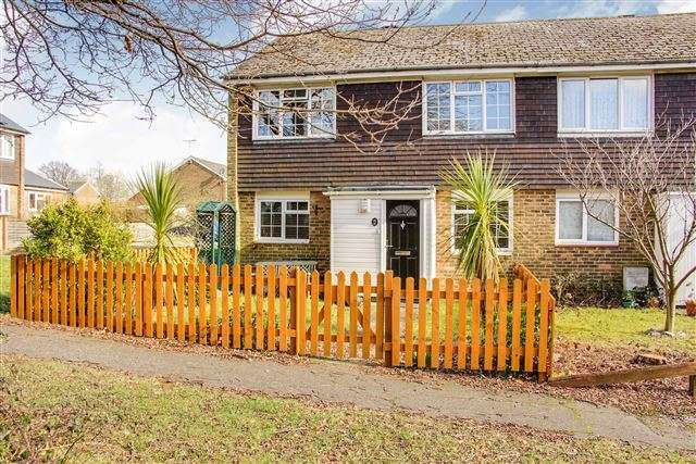 3 Bedrooms Semi Detached House for sale in Southgate, Crawley
