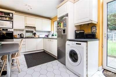 4 Bedrooms Semi Detached House for rent in Balgores Lane