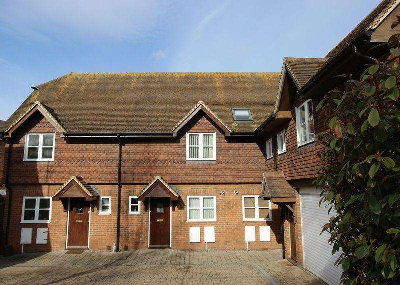 3 Bedrooms Terraced House for sale in Letcombe Mews, Wantage