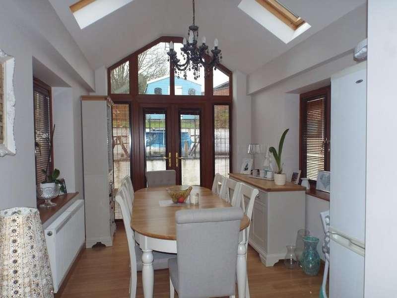 4 Bedrooms Detached House for sale in Station Road, Pontyberem