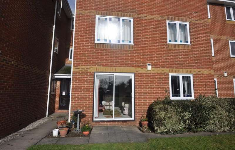 1 Bedroom Ground Flat for sale in Thundersley, Essex