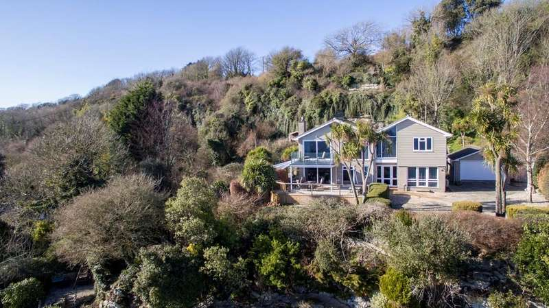 4 Bedrooms Detached House for sale in Castle Court, Ventnor