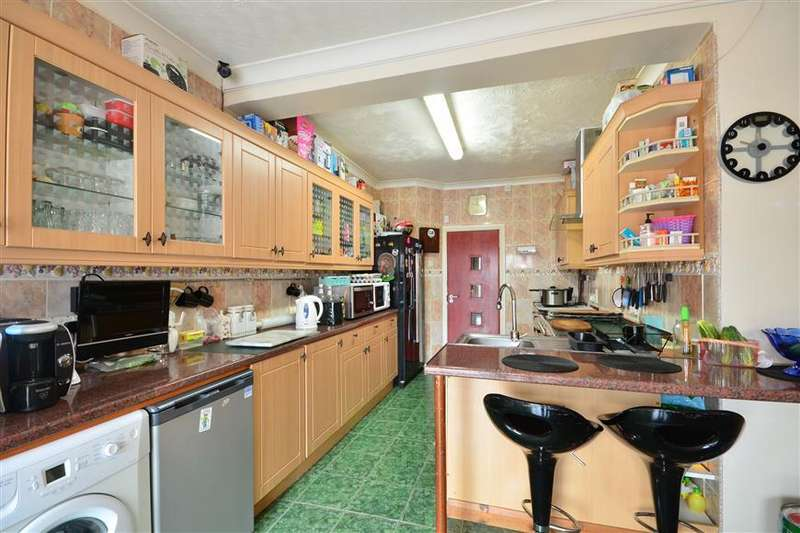 6 Bedrooms Detached House for sale in South Coast Road, Peacehaven, East Sussex