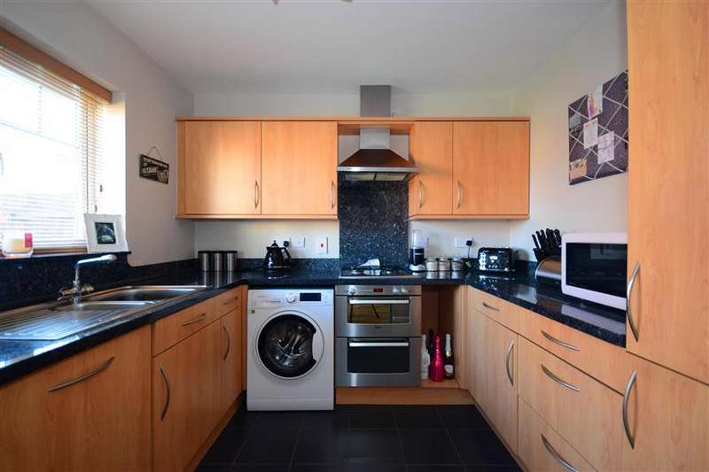 3 Bedrooms Semi Detached House for sale in Rochester Road, Hornchurch, Essex