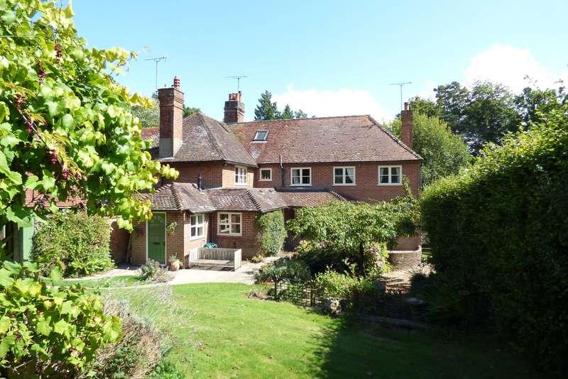 5 Bedrooms Terraced House for sale in The Common, Carron Lane, Midhurst, GU29
