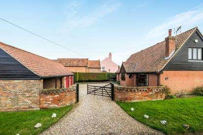 4 Bedrooms Detached House for sale in Barnby, Beccles, Suffolk
