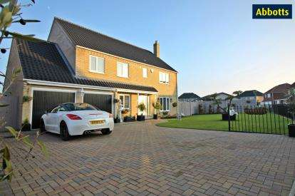 4 Bedrooms Detached House for sale in Caister-On-Sea, Great Yarmouth, Norfolk