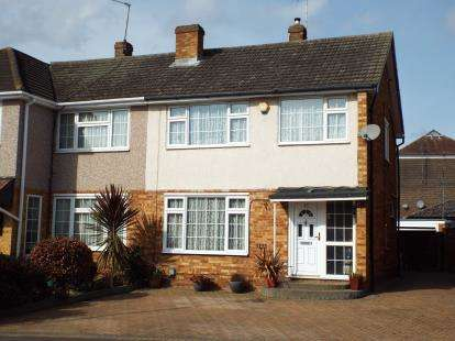3 Bedrooms Semi Detached House for sale in Ashdown Crescent, Cheshunt, Waltham Cross, Hertfordshire