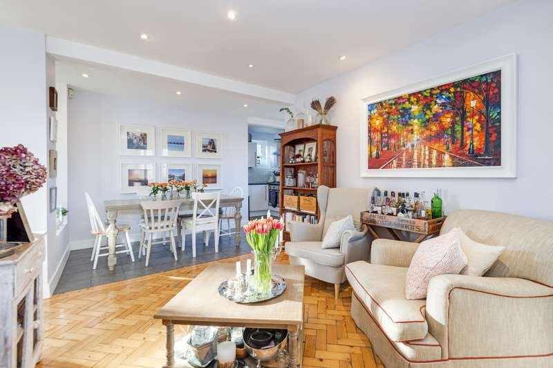 2 Bedrooms Flat for sale in Addison Way, London