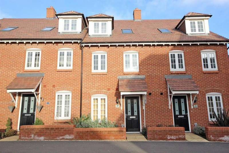 4 Bedrooms Town House for sale in Danegeld Avenue, Great Denham, Bedford