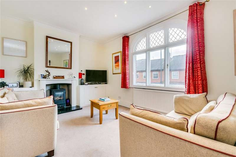 2 Bedrooms Flat for sale in Sheen Lane, London