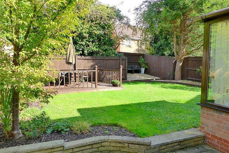 4 Bedrooms Detached House for sale in Winter Green, Calne