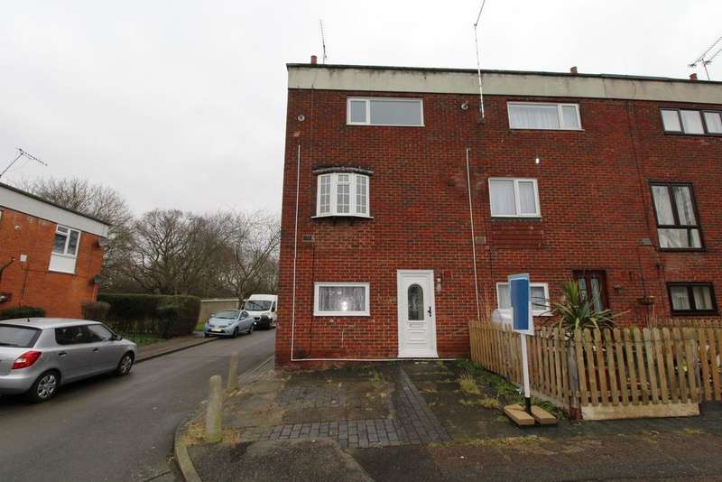 3 Bedrooms Town House for rent in 109 Brempsons, Basildon, Essex, SS14 2BB