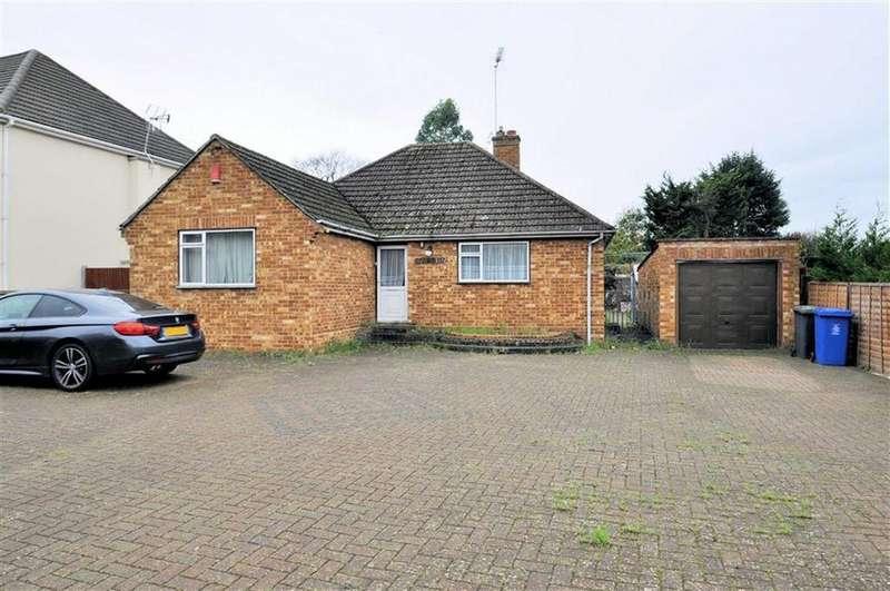 3 Bedrooms Detached Bungalow for sale in Welley Road, Wraysbury, Berkshire