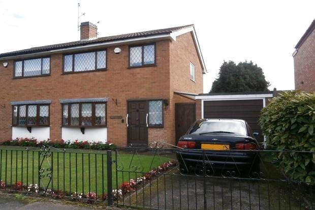 3 Bedrooms Semi Detached House for sale in Roseway, Rushey Mead, Leicester, LE4