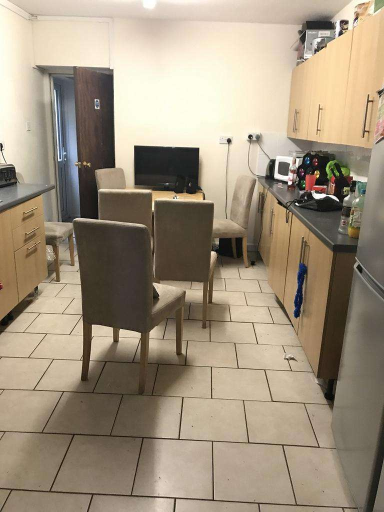 6 Bedrooms House Share for rent in King Edwards Road, Swansea, City And County of Swansea. SA1 4LX