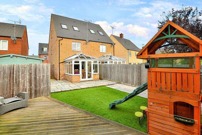 3 Bedrooms Semi Detached House for sale in Raven Way, Leighton Buzzard