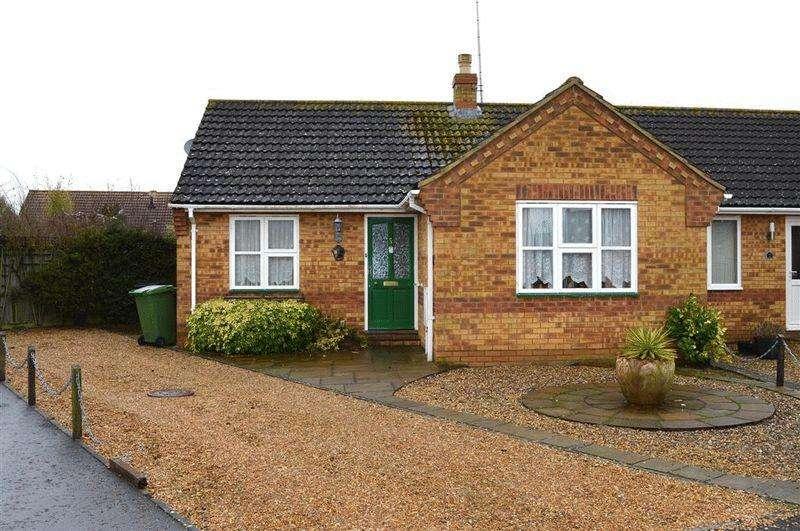 2 Bedrooms Semi Detached Bungalow for sale in Woodpecker Drive Watton