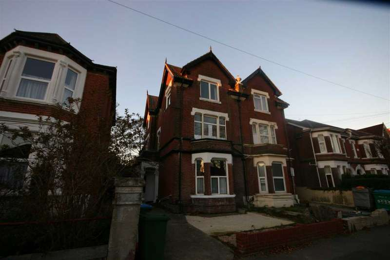 8 Bedrooms Semi Detached House for rent in Gordon Avenue, Southampton