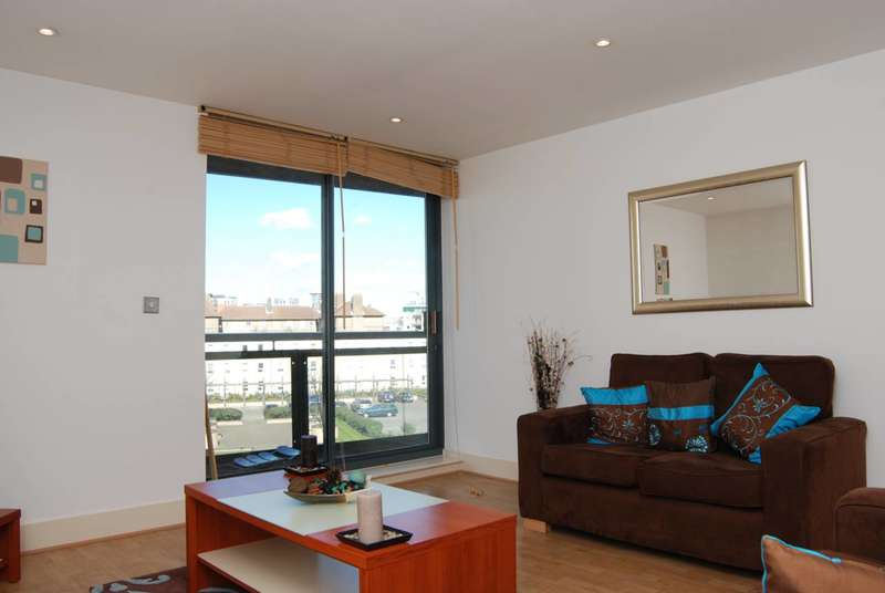 2 Bedrooms Flat for sale in Crews Street, Canary Wharf, E14